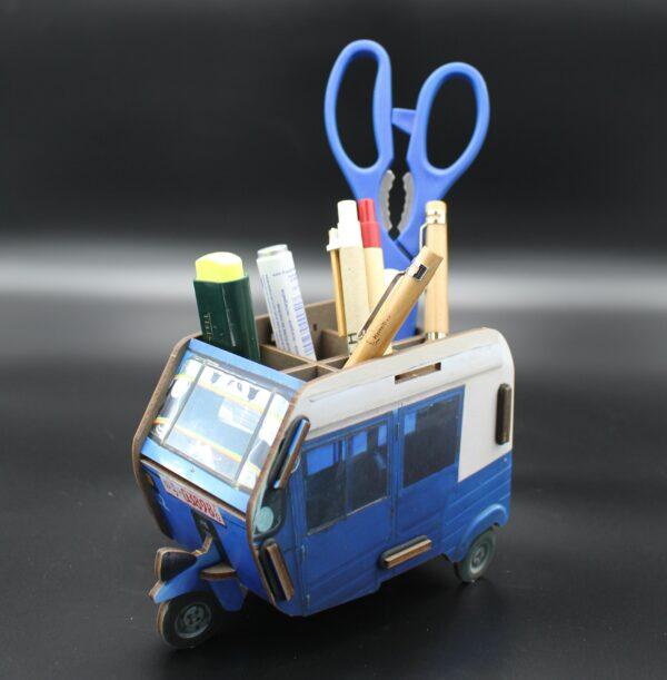 """Ein """"Bajaj"""" (vergleichbar mit einem TukTuk-Taxi) ist eine Autorikscha und prägt in vielen Städten Äthiopiens das Straßenbild."""