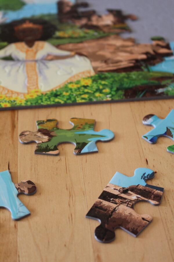 Farbenfrohe Puzzleteile laden Kinder ein, mit Ihnen zu spielen.
