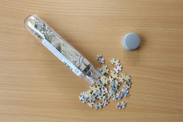 Viele denken, sie bräuchten eine Pinzette, um dieses Puzzle zu puzzeln – aber man kann sehr gut mit den Teilen arbeiten.