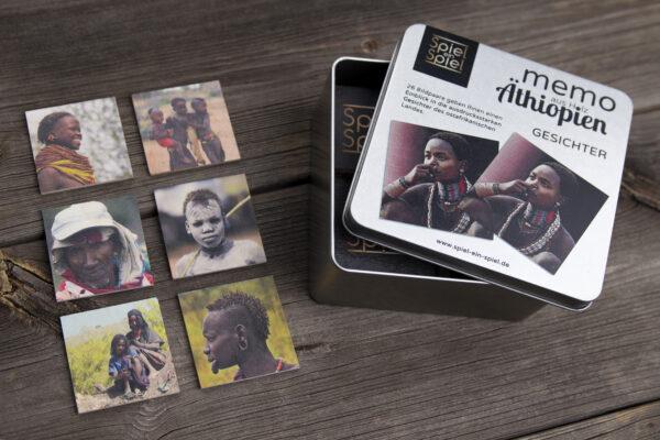 Die Verpackung vom Holz-Memo-Spiel Äthiopien Gesichter. Diese ist aus wertigem Metall und die Gesichter ausdrucksstark.
