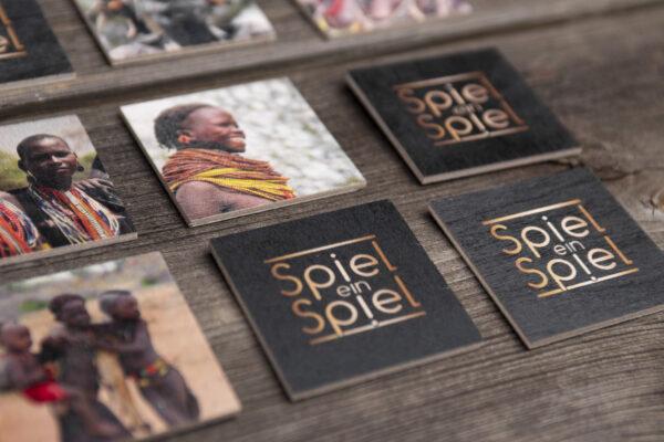 Die Spielkarten dieses Memo werden aus FSC-zertifiziertem Holz aus und in Deutschland produziert – also MADE IN GERMANY.