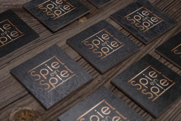 Spiel ein Spiel steht für außergewöhnlich; das erkennt man sogar an den Rückseiten unserer Memo-Karten mit dem edlen Logo.
