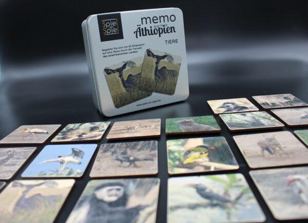 Freuen Sie sich auf ein hochwertiges Spiel aus Holz in einer hochwertigen Verpackung aus Metall!
