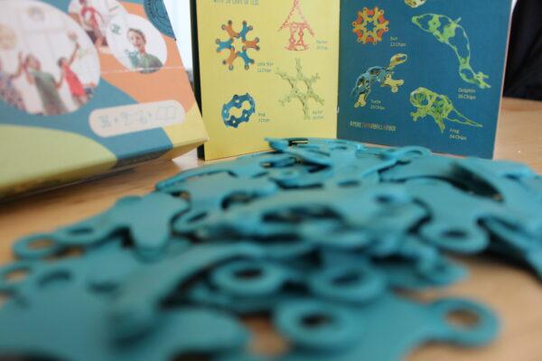Schon die Verpackung lädt durch die freundlichen Farben ein zu mehr! Ein Heft mit ersten Ideen ist dabei!