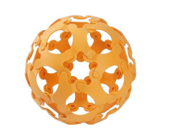 Binabo – mehr als ein Ball und so wie Lego – nur anders. Testen Sie die Kreativität in 36 orangefarbigen Teilen.