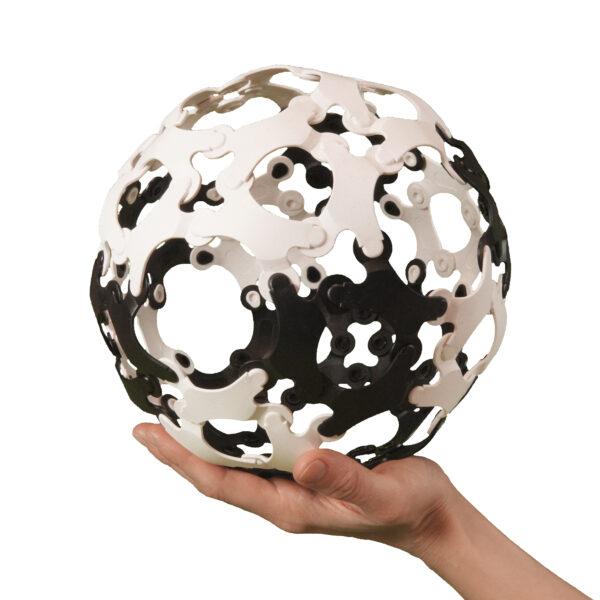 Auch, wenn Sie hier einen Ball sehen – Binabo ist viel mehr als nur ein Ball. Übrigens auch geeignet zum Spielen im Freien!