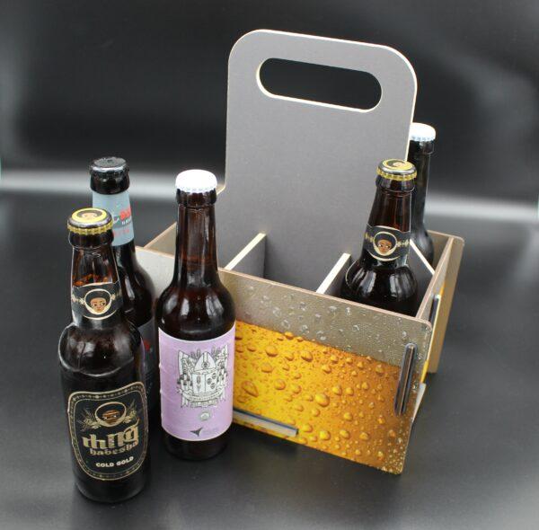Verschenken Sie doch mal eine Flaschenträger für Bierflaschen, wo schon der Träger mit seinem Aussehen Lust auf Bier macht.