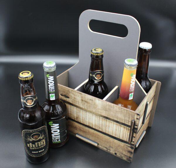 Sie mögen es lieber rustikal? Dann ist dieser Flaschenträger in der Kistenoptik genau das Richtige für Sie.