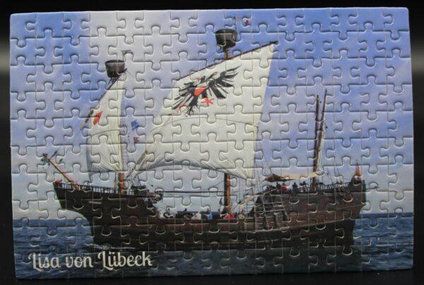 Dieses Londji-Puzzle zeigt die Lisa von Lübeck unter Segeln–es wird für Spiel ein Spiel produziert und nur bei uns erhältlich.