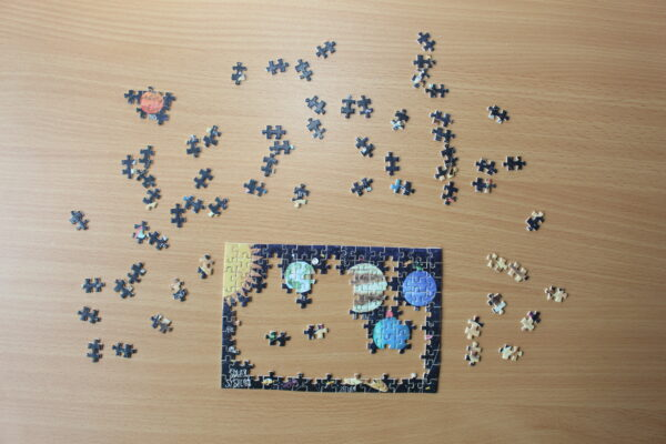 Recycelte Pappe macht dieses Puzzle nicht nur zu einem schönen Geschenk, sondern auch zu einem nachhaltigen.