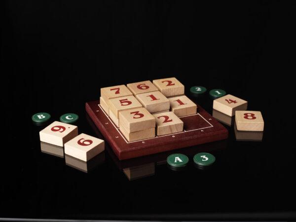 NOVEM, ein großartiges Spiel für Pokerfans verlässt den Shop - 9 Felder und 18 Chancen zu gewinnen...