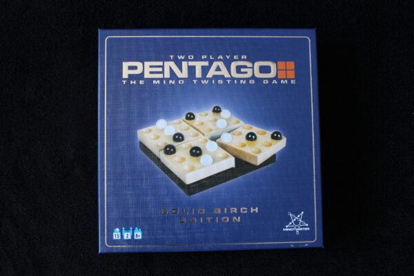 Verpackung des Pentago – für zwei Spieler – Ein Vier-Gewinnt für Fortgeschrittene eben.