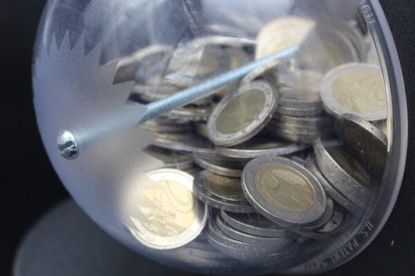 Hier finden bis zu 1000 Münzen Platz – und es muss nicht zerschlagen werden, um das Geld zu bekommen!
