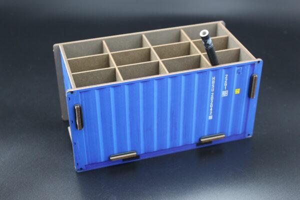 Vielleicht in Blau? Ein Container der Firma Werkhaus hat 12 Fächer zum Aufräumen Ihres Schreibtisches.