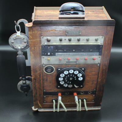 Wenn man es nicht besser wüsste, könnte man denken, es handelt sich hier um einen echten alten Telefonkasten.