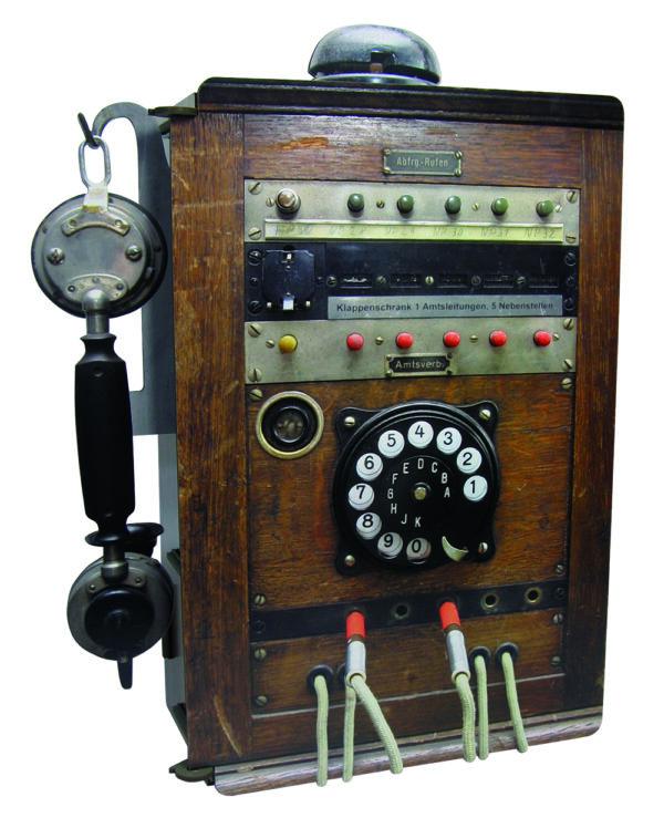 Man hat wirklich an alle optischen Details gedacht; von der Wählscheibe, über Kabel bis hin zum Hörer an der Gabel.