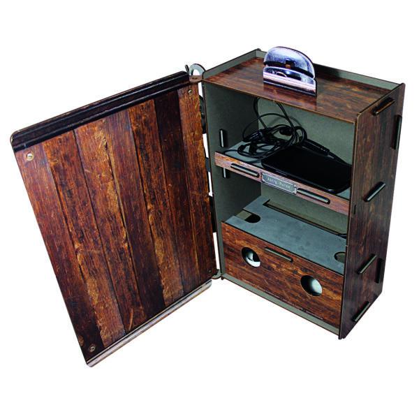 Und hinter der Tür verstauen Sie aufgeräumt alle Ladekabel oder die Geräte selbst. – Ein echter Hingucker!