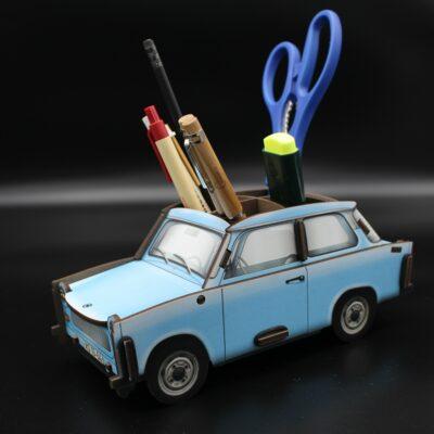 Mit der Rennpappe aus Holz den Schreibtisch aufräumen – DAS Kultauto der DDR als Stiftehalter.